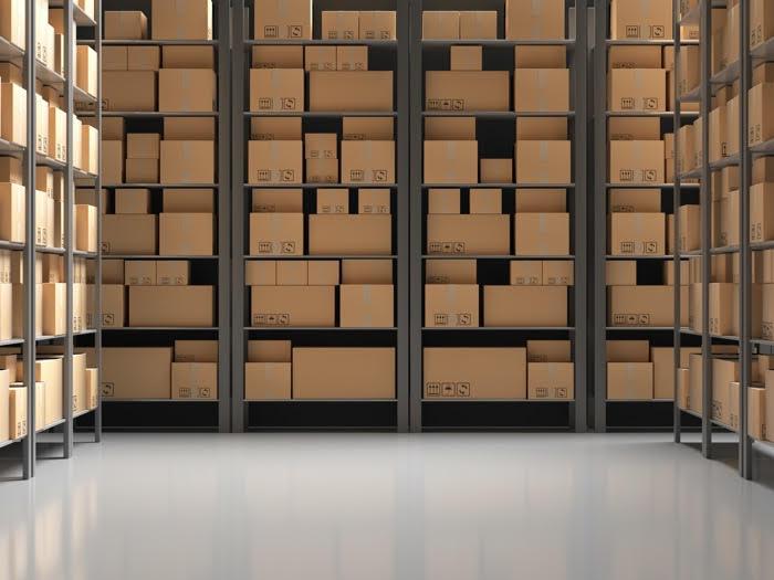 immagine magazzino con scaffalature e scatole